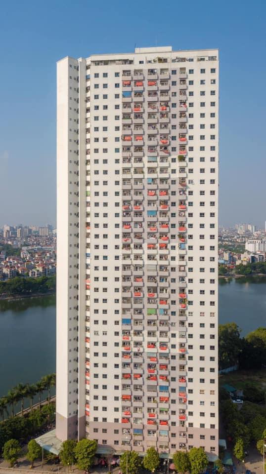 Trước đó, cư dân tòa nhà VP6 Linh Đàm (cũng do Công ty Tập đoàn Mường Thanh xây dựng) đã treo băng rôn để đòi sổ hồng.