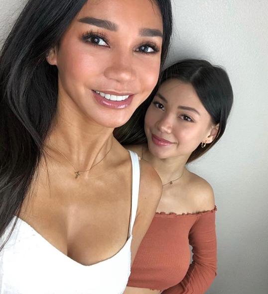 Cô và con gái Meilani trông không khác gì chị em.