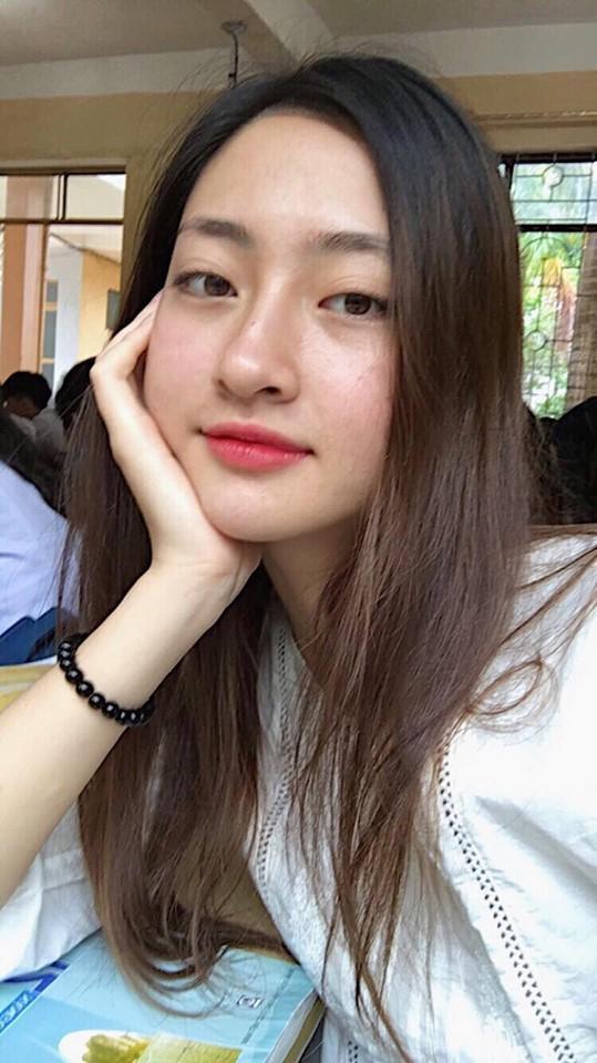 Gương mặt chỉ tô mỗi son của Lương Thùy Linh khi người đẹp đến lớp học Hoa hậu Lương Thùy Linh xứng đáng với ngôi đệ nhất mỹ nhân mặt mộc Vbiz
