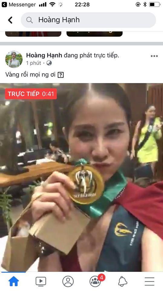 Hoàng Hạnh giành huy chương vàng tại Resort Wear, đây cũng là thành tích cao nhất của cô tại Miss Earth cho đến giờ.