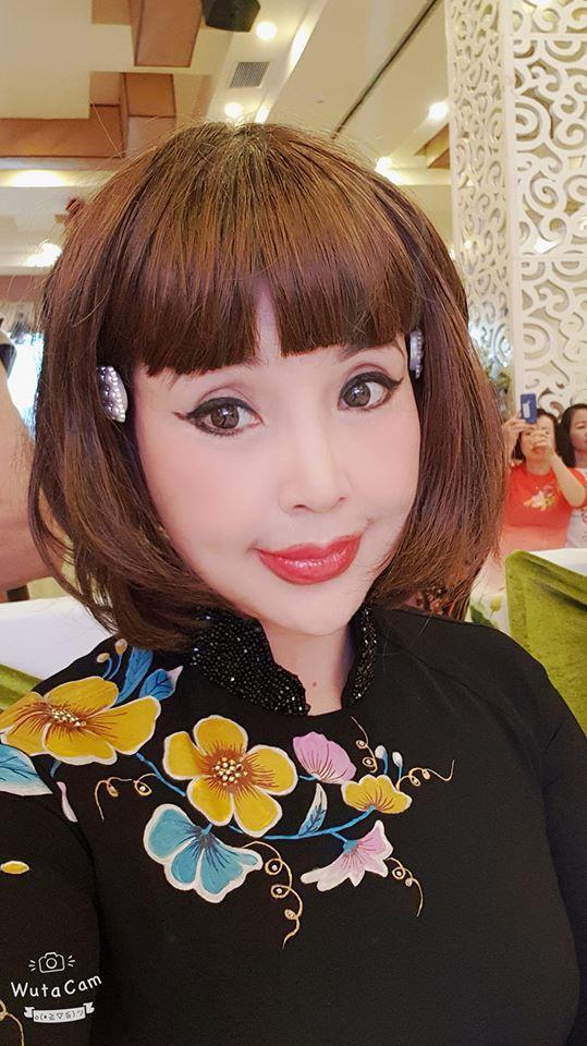Trước đó NSND Lan Hương từng cho biết sở dĩ gương mặt cô nhìn khác lạ là do cô thích sử dụng các phần mềm chụp ảnh