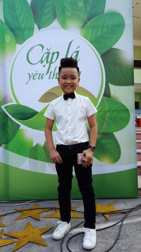 Quán quân Giọng hát Việt nhí 2016 chững chạcxuất hiện tại chương trình.