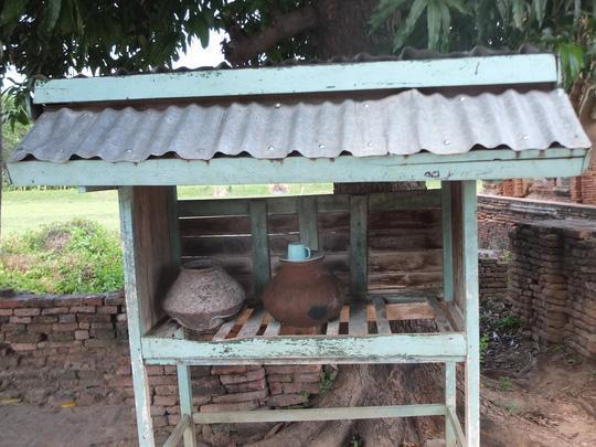 Ở nông thôn, bình nước thường được dựng nhà cho ở
