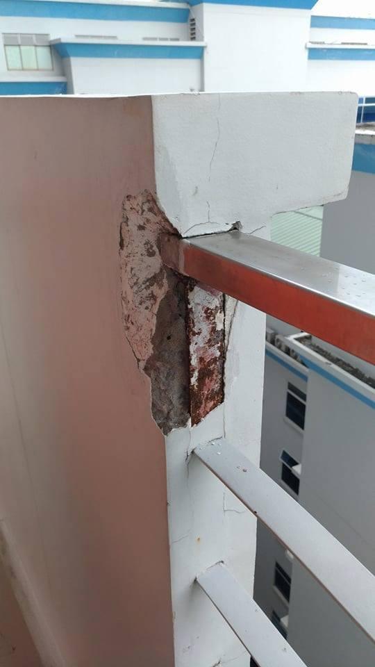 Hình ảnh bức tường bong tróc tại ĐH Hutech, TP. HCM. Ảnh:Fanpage Sinh viên Hutech.