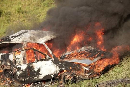 Hai người vợ thiệt mạng vì bị mắc kẹt trong xe. Ảnh: IBTimes