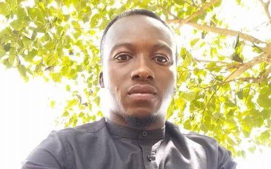 Theo The Guardian, Akoto cũng thừa nhận bản thân anh cảm thấy việc dạy tin học mà không có máy tính có phần hài hước.