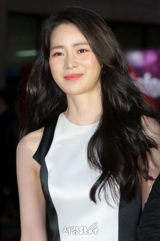 Thảm đỏ LHP Bucheon: Đọ sắc cùng loạt mỹ nhân vô danh khoe ngực, Goo Hye Sun  Lim Ji Yeon vẫn tỏa sáng ảnh 9