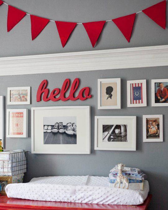 Nếu bạn muốn căn phòng ngập tràn tình cảm thì có thể học tập căn phòng này nhé. Những bức hình mang tới sự yêu thương, gắn bó.