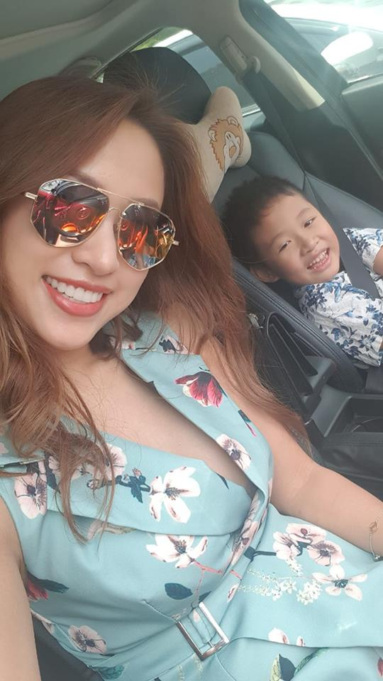 Bé Bin luôn mong muốn mẹ lấy chồng. Ngày nào cậu bé cũng giục nữ MC kết hôn nhưng cô nói hãy để mọi chuyện từ từ.
