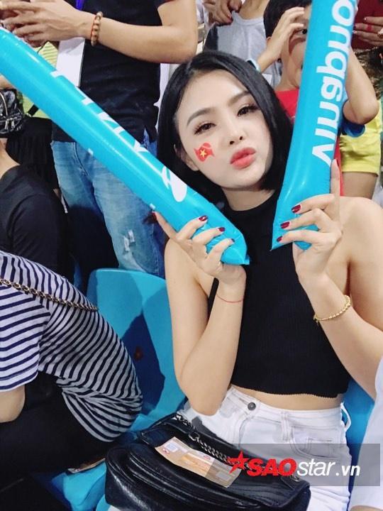 Đặng Ngân và dàn hot girl nóng bỏng trong ngày U23 Việt Nam vô địch ảnh 8