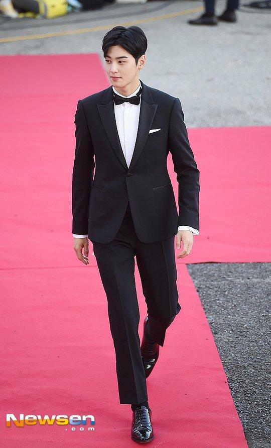 Cha Eun Woo cực kỳ điển trai