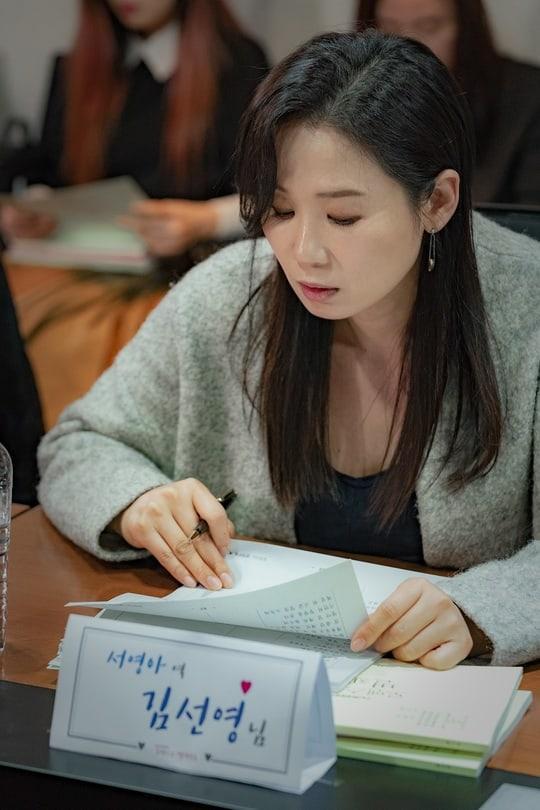"""""""Working mom"""" – người mẹ vừa đi làm, vừa nội trợ Seo Young Ah (Kim Sun Young)"""