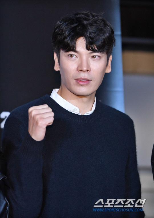 Kim Sung Oh.