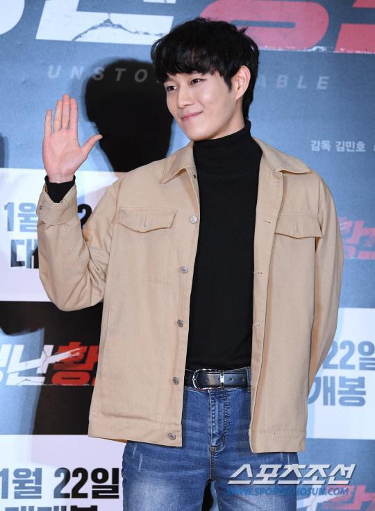 Kim Young Tae.