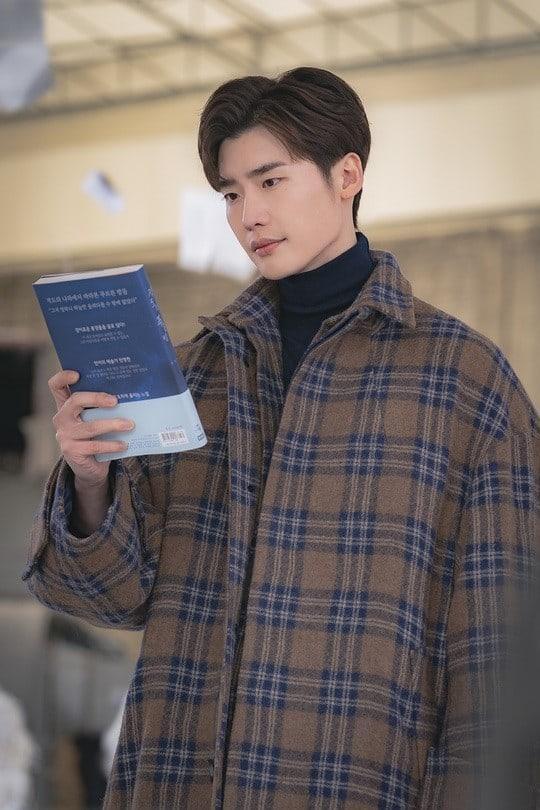 Romance Supplement: Lộ tạo hình soái ca của Lee Jong Suk, phim lên sóng sau khi Memories of the Alhambra kết thúc ảnh 5