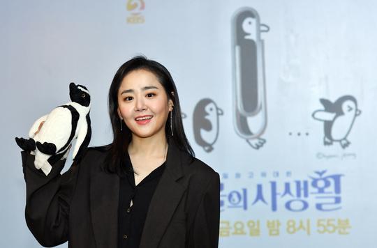 """""""Chị kế lọ lem"""" nhận được lời đề nghị trở thành nhà sản xuất phim tài liệu, đây sẽ là dự án phim đầu tiên của Moon Geun Young sau 19 năm ra mắt."""