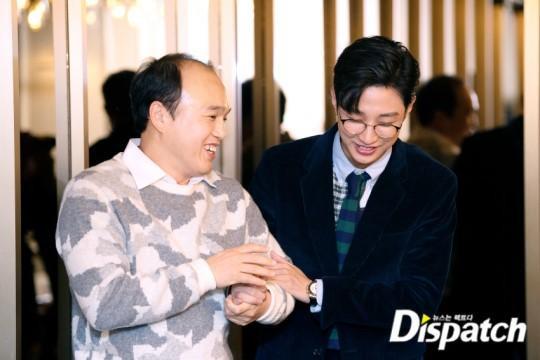 Ngay khi Kim Kwang Gyu (bố vợ) đến, khuôn mặt của Jinyoung trở nên tươi sáng hơn. Họ ôm bắt tay và có một cuộc trò chuyện ấm áp.