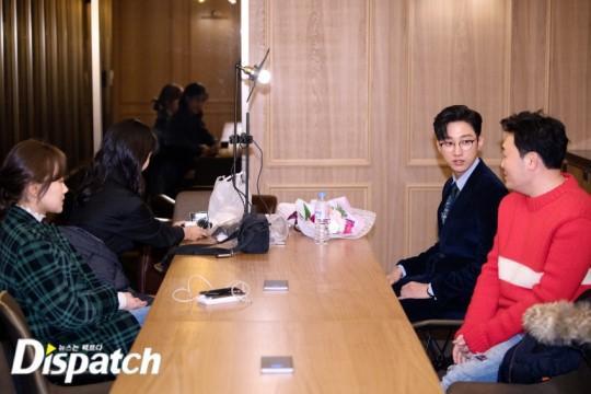 Tiếp đến là trao đổi với Lee Jun Hyuk