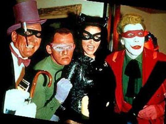 Batman: The Movie là bộ phim ăn khách của truyền hình trại hè thập niên 1960 với sự tham gia của Adam West trong vai Batman và Burt Ward trong vai Robin. Tuy nhiên, chính những nhân vật phản diện mới làm nên thành công của bộ phim. Từ trái qua là Burgess Meredith trong vai The Penguin, Frank Gorshin trong vai The Riddler, Lee Meriwether trong vai Catdess và Cesar Romero trong vai The Joker.