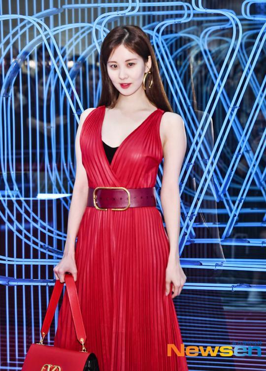 """Cánh tay không được đẹp bỗng trở thành khuyết điểm lớn của Seohyun, khiến cô nàng trở nên """"men"""" hẳn ra."""