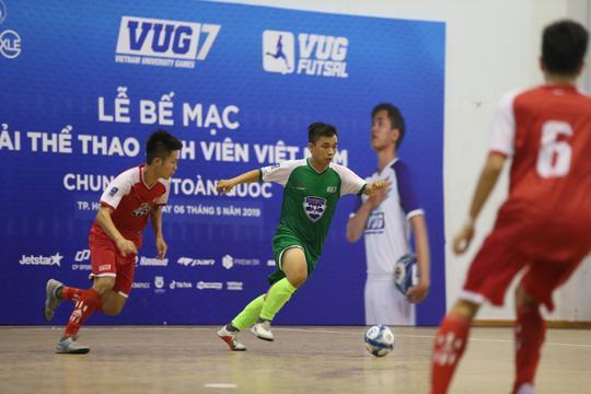 Đại học Tôn Đức Thắng (áo xanh) xuất sắc giành ngôi vô địchchung kết toàn quốc VUG Futsal 2019