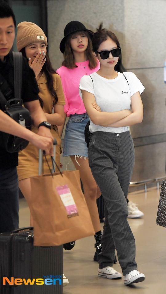 Jennie, Lisa và Jisoo.