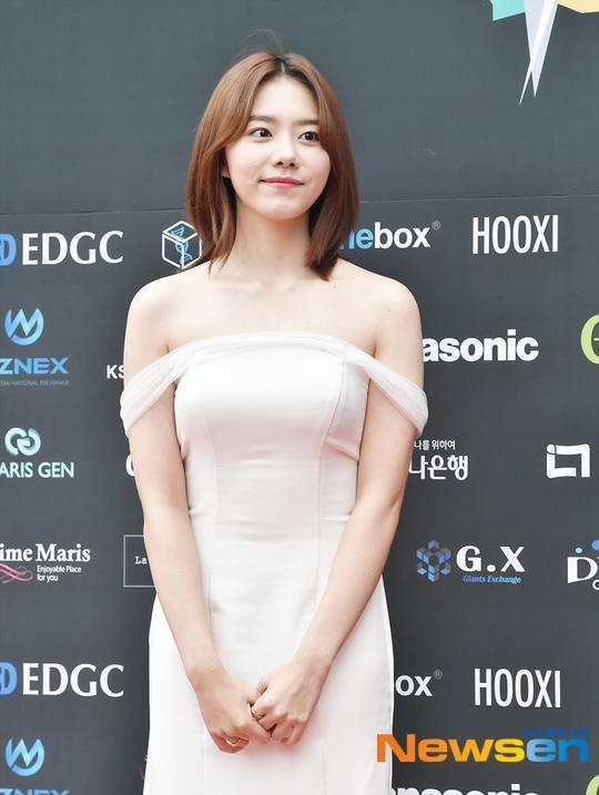 Dàn mỹ nam L (Infinite), Park Ji Hoon và Lai Kuan lin đổ bộ thảm đỏ Asia Model Festival 2019 ảnh 17