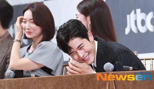 Shin Min Ah đọ sắc Lee Elijah, cùng loạt sao hạng A dự họp báo phim Advisor ảnh 6