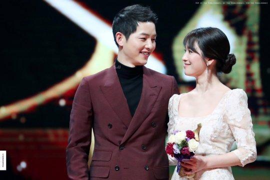 Song Joong Ki ngoại tình với bạn diễn Kim Ok Bin, cố gắng hòa giải với Song Hye Kyo nhưng bất thành? ảnh 3
