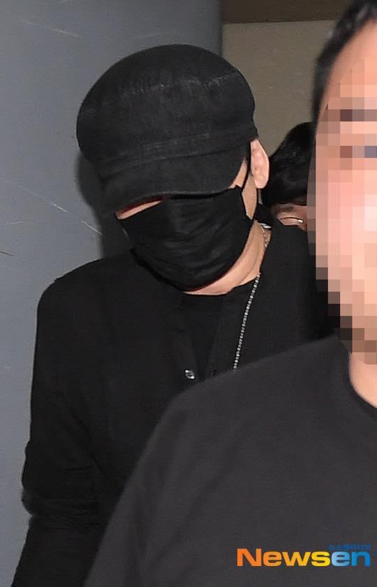 Yang Hyun Suk rời đồn cảnh sát sau 9 tiếng thẩm vấn ảnh 8