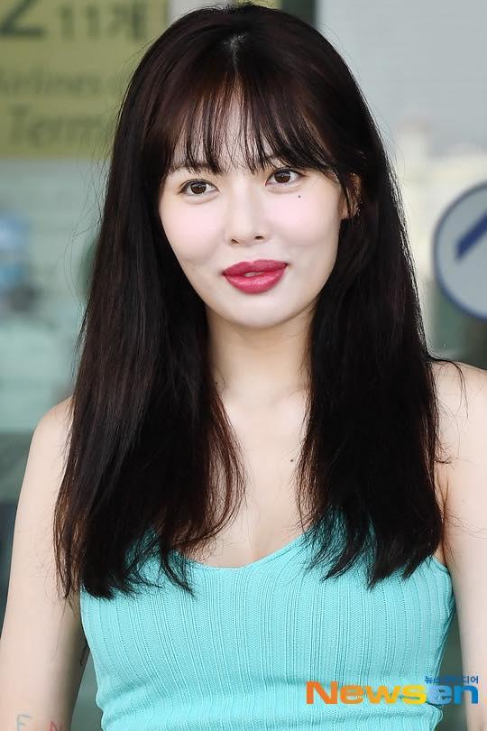 Bằng chứng là không những dày hơn mà môi của HyunA cũng căng mọng hơn