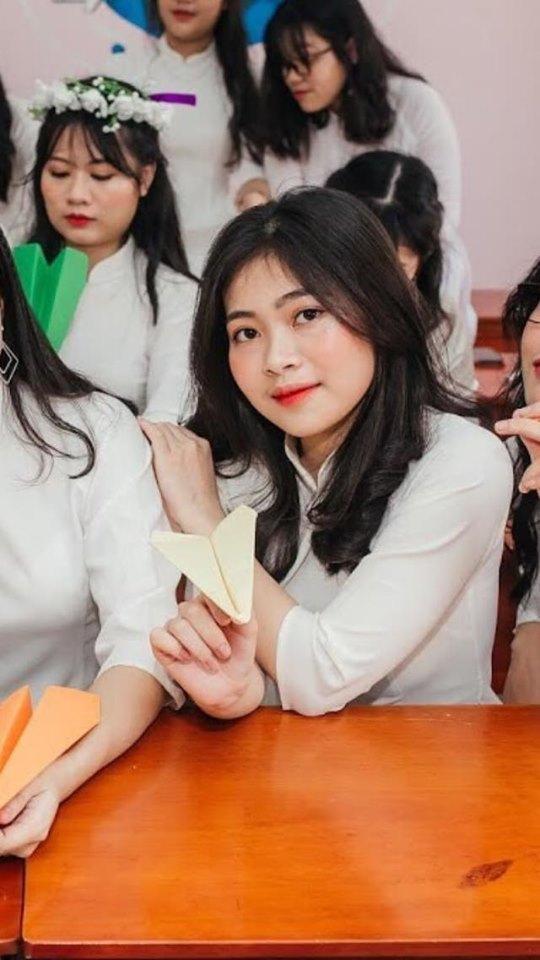 Thơ Trang trong ngày tốt nghiệp cấp 3.