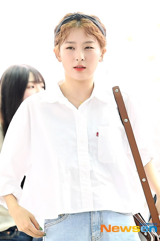 Irene tựa nữ thần, Tiffany (SNSD) áp đảo thần thái của Red Velvet và TWICE tại sân bay ảnh 9