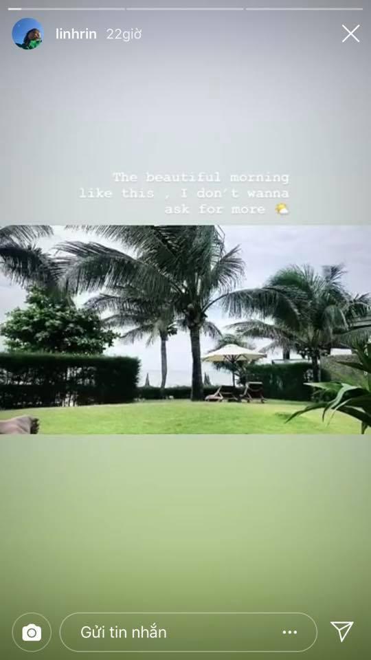 Và Linh Rin cũng thức dậy và tận hưởng một buổi sáng xinh đẹp tại một resort có khung cảnh tương tự.