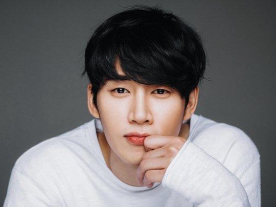 Vua bánh mì Yoon Shi Yoon đóng phim trinh thám  li kì mới của đài tvN ảnh 4