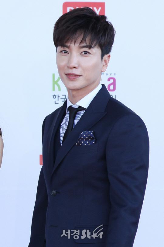 Lee Teuk (Super Junior) và Lim Ji Yeon làm MC cho Giải thưởng Nghệ sĩ châu Á 2019 tại Việt Nam ảnh 2