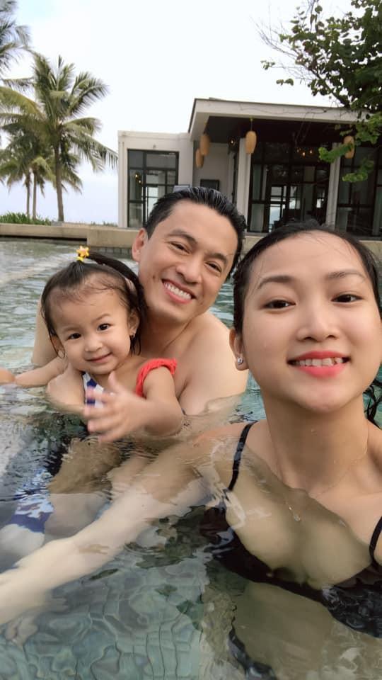 Bà xã Lam Trường khoe ảnh gia đình hạnh phúc với chồng và con gái cưng ảnh 3