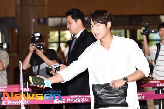 Mỹ nam Vườn sao băng Kim Hyun Joong tỏa sáng tại sân bay, Knet phản ứng ra sao? ảnh 3