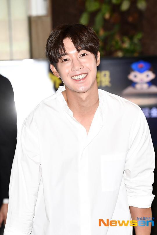 Mỹ nam Vườn sao băng Kim Hyun Joong tỏa sáng tại sân bay, Knet phản ứng ra sao? ảnh 6