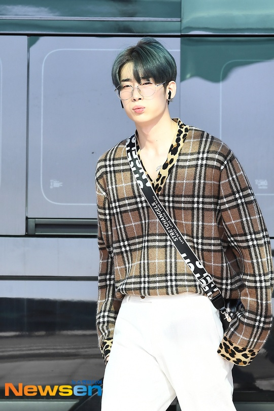 Chết cười với bộ ảnh thiếu ngủ của X1 tại sân bay, cùng Kim Jae Hwan (Wanna One) đến Nhật ảnh 28