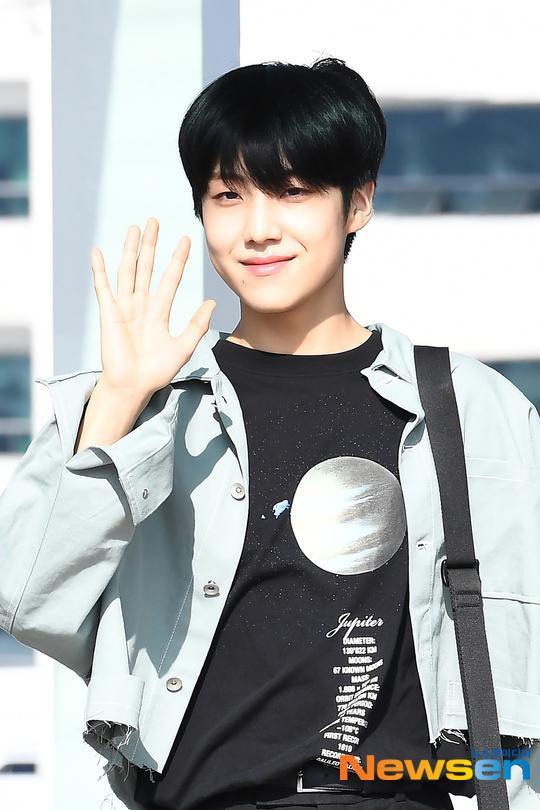 Chết cười với bộ ảnh thiếu ngủ của X1 tại sân bay, cùng Kim Jae Hwan (Wanna One) đến Nhật ảnh 23