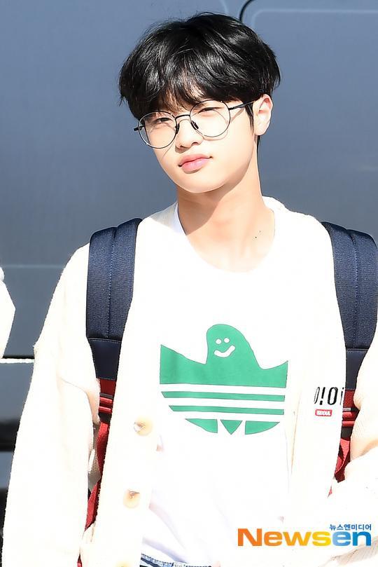 Chết cười với bộ ảnh thiếu ngủ của X1 tại sân bay, cùng Kim Jae Hwan (Wanna One) đến Nhật ảnh 30