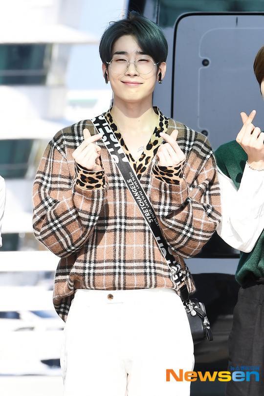 Chết cười với bộ ảnh thiếu ngủ của X1 tại sân bay, cùng Kim Jae Hwan (Wanna One) đến Nhật ảnh 27