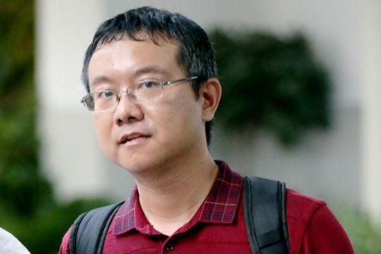 Long Yun có bằng tiến sĩ Hóa học của ĐH North Carolina, là giảng viên khoa Hóa học và Sinh học ĐH Quốc gia Singapore. Ảnh: The Straits Times.