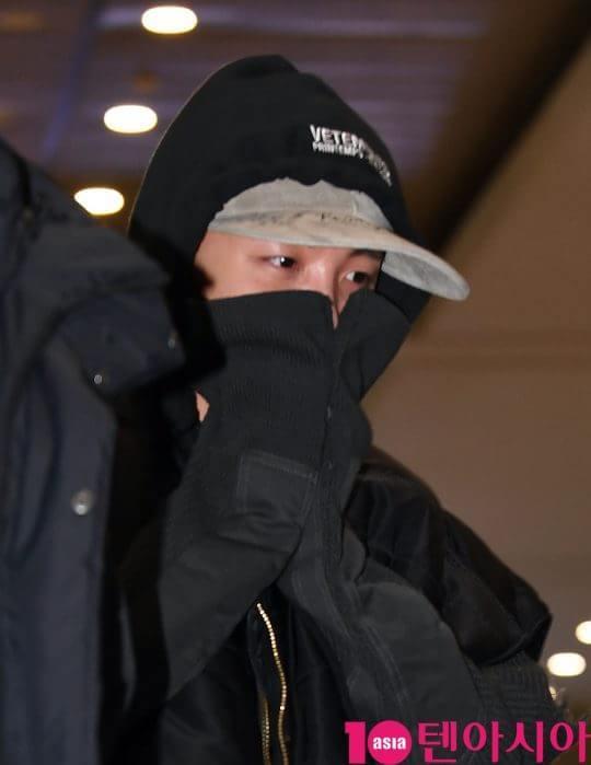 Jin khoe mặt mộc tựa mỹ nam, áp đảo toàn bộ thành viên còn lại của BTS tại sân bay ảnh 10