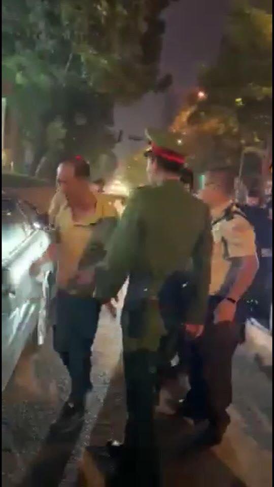 Tài xế lái xe biển xanh của Liên đoàn bóng đá Việt Nam gây tai nạn với hai cô gái rồi bỏ chạy vượt nồng độ cồn