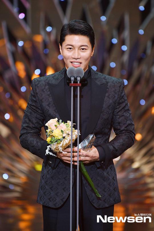 Kết quả SBS Drama Awards 2019: Kim Nam Gil nhận Daesang, Suzy đánh bại Jang Nara để thắng lớn ảnh 5