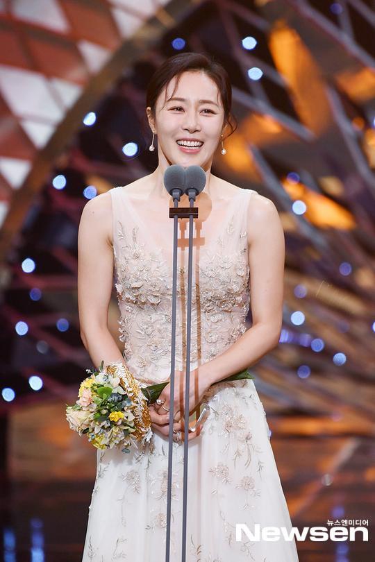 Kết quả SBS Drama Awards 2019: Kim Nam Gil nhận Daesang, Suzy đánh bại Jang Nara để thắng lớn ảnh 8
