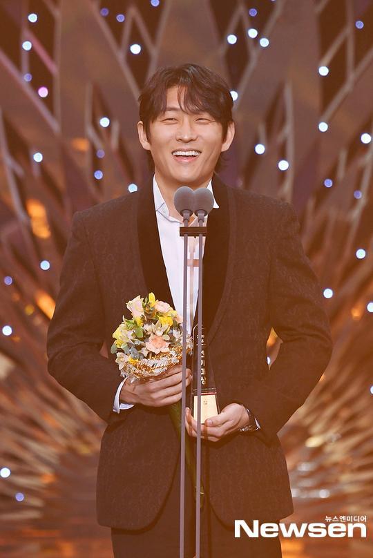 Kết quả SBS Drama Awards 2019: Kim Nam Gil nhận Daesang, Suzy đánh bại Jang Nara để thắng lớn ảnh 9