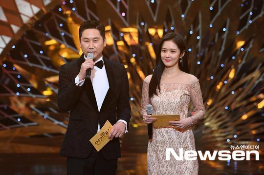 Kết quả SBS Drama Awards 2019: Kim Nam Gil nhận Daesang, Suzy đánh bại Jang Nara để thắng lớn ảnh 1